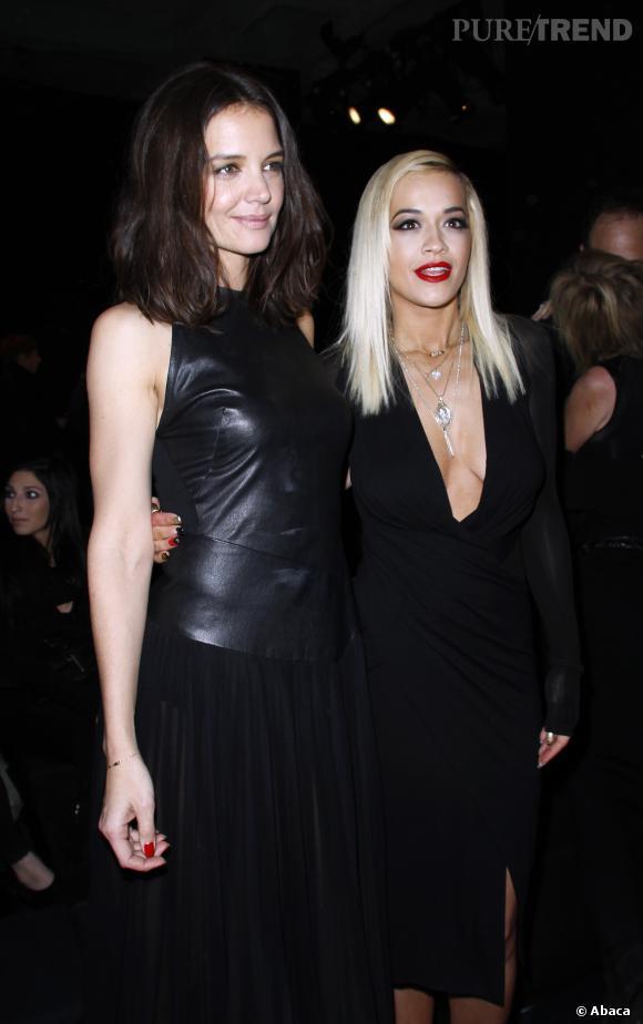 Katie Holmes prend la pose avec l'égérie DKNY, Rita Ora.