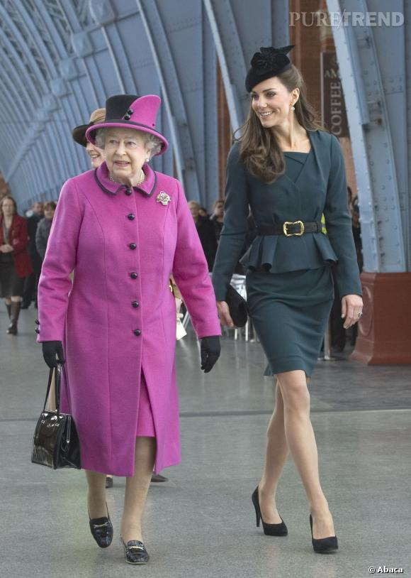 La reine Elisabeth II trouve les tenues de Kate Middleton bien trop courtes.