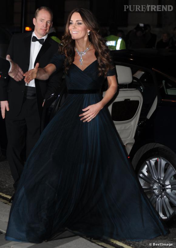Kate Middleton mise sur une robe Jenny Packham déjà portée en 2013.