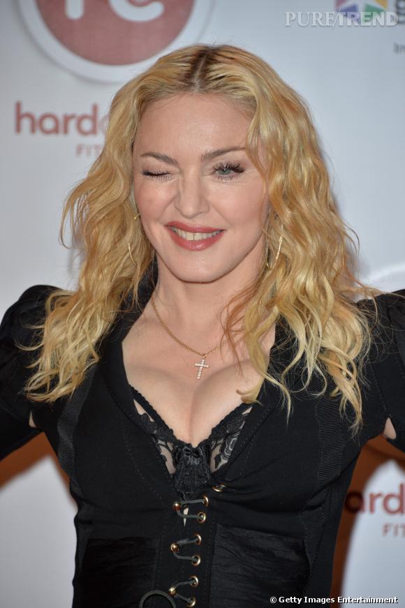 "Madonna, malicieuse pour l'inauguration de son club de sport ""Hard Candy"" à Toronto."