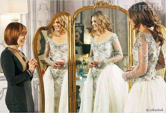 """Dans """"Castle"""", il semblerait qu'un mariage se prépare... En tout cas, Kate est magnifique en mariée ! (Même si là, elle essaie juste la robe pour aider quelqu'un)"""