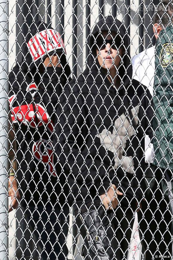Justin Bieber sort de prison, après son arrestation pour conduite en état d'ivresse et refus d'obtempérer.