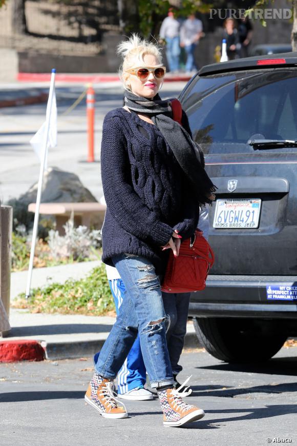 Gwen Stefani craque pour les baskets montente et ultra colorée de Tory Burch.