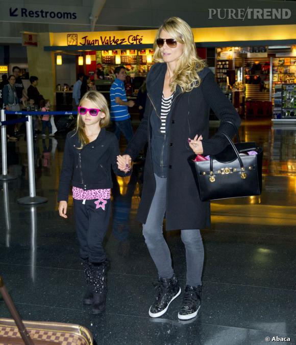 Duo mère et fille pour Heidi Klum, en baskets montantes noires.