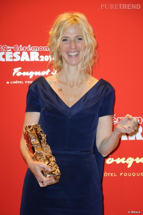 """Sandrine Kiberlain se confie au magazine ELLE à propos de son César et de son prochain film """"Aimer, boire et chanter""""."""