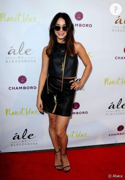 Vanessa Hudgens, opération séduction en cuir et sac griffé lors du lancement de la collection de vêtements d'Alessandra Ambrosio le 13 mars 2014 à Los Angeles.