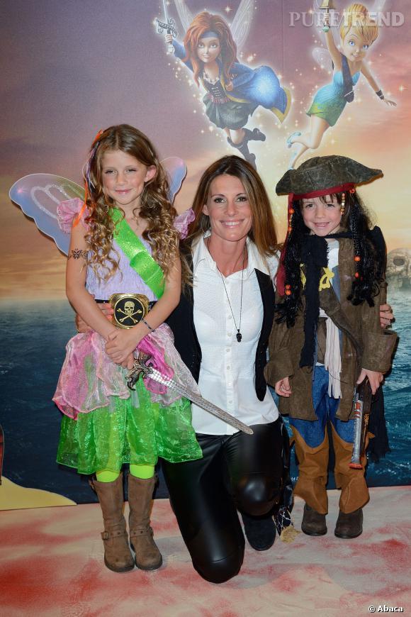 Sophie Thalmann, Miss France 1998, et ses enfants Charlie et Mika, lors de l'avant-première de Clochette et la fée pirate à Paris, le 25 mars 2014.