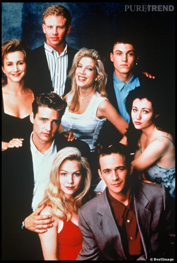 Jenny Garth, en rouge, et tout le casting de Beverly Hills.