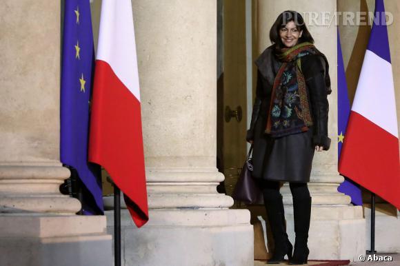 Anne Hidalgo, accro aux écharpes colorées.
