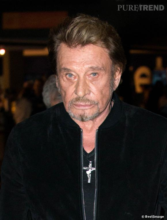 Johnny Hallyday adopte le teddy en velours mais reste toujours aussi rock'n'roll.