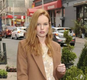 Kate Bosworth dévoile son sac Trussardi, parfaitement coordonné à sa tenue nude.