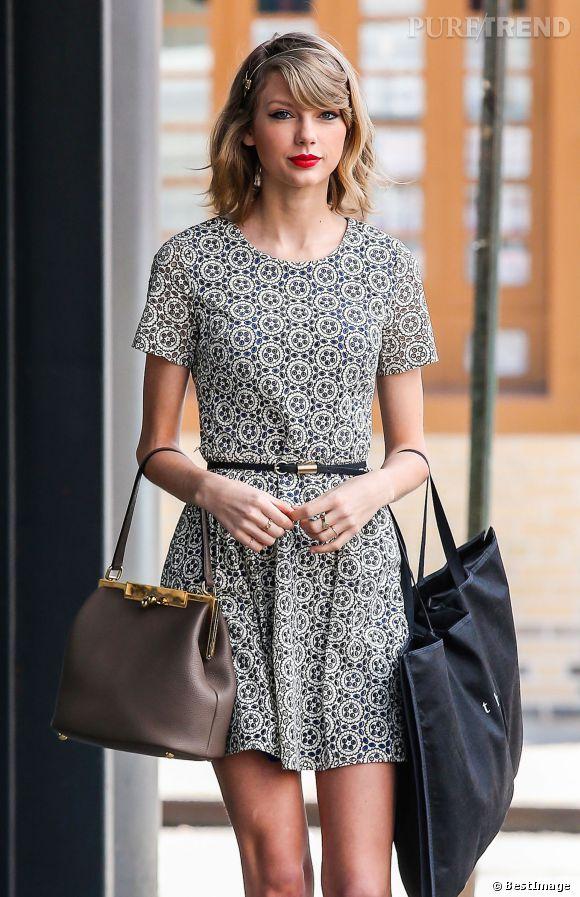 07e358bdc69 Taylor Swift une adorable petite robe grise - Puretrend