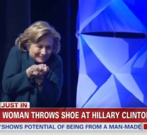Les images d'Hiillary Clinton victime du lancer de chaussure tournent en boucle à la télé américaine.