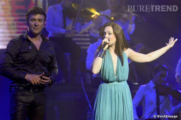 Natasha St-Pier a chanté avec Tony Carreira au Palais des sports de Paris, le 12 avril 2014. Pour l'occasion elle a choisi une robe sexy.
