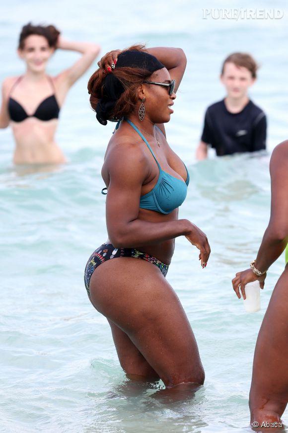 De profil, les courbes très plantureuses de Serena Williams ressortent encore plus, et elle en est fière.