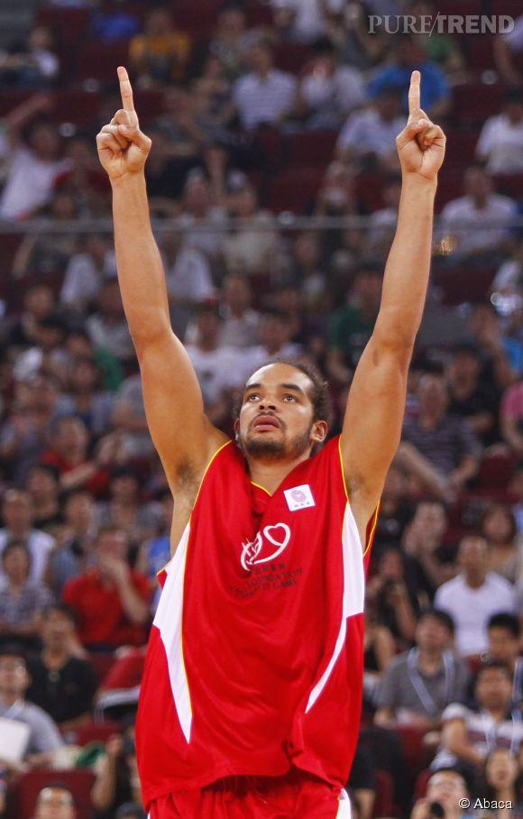 Joakim Noah élu meilleur défenseur de la NBA, il est le premier français à recevoir ce titre.