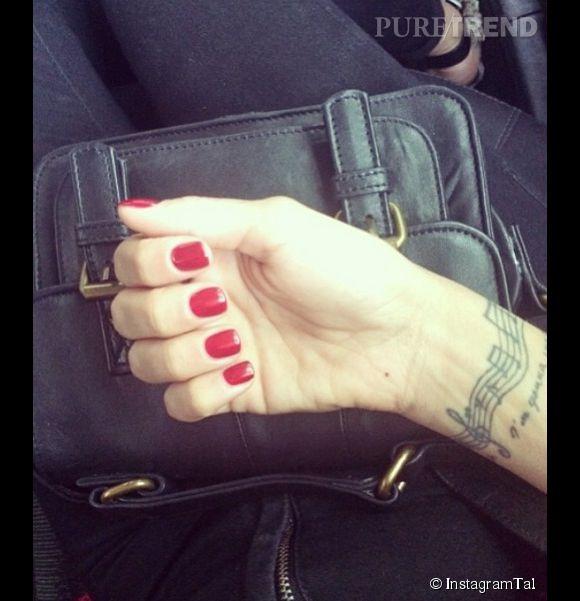 C'est le deuxième tatouage pour Tal, qui en a déjà un sur le poignet.