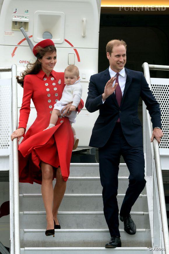 Kate Middleton fait une arrivée triomphale en Nouvelle-Zéalande le 7 avril dans une tenue Catherine Walker.