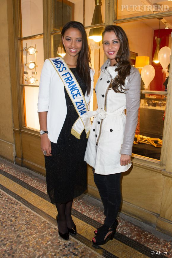 Flora Coquerel et Malika Ménard, lundi à l'inauguration du pop up store Charriol à Paris.