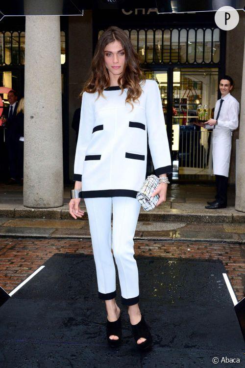 Elisa Sednaoui, le look black and white d'une icône mode à Londres dans une boutique Chanel.