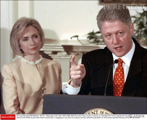 Hillary Clinton, femme de Bill Clinton, est restée coûte que coûte avec son mari et l'a soutenu dans ce scandale.