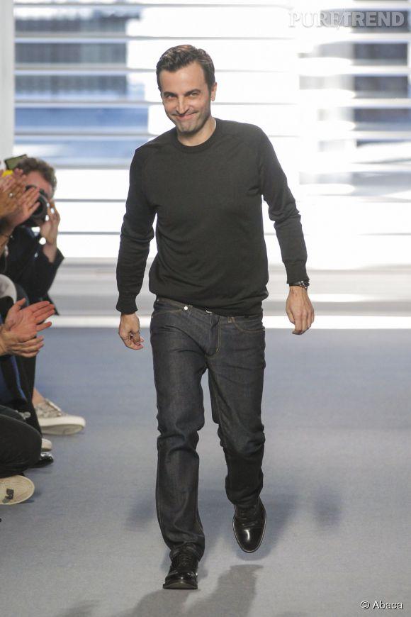 Nicolas Ghesquiere lors du final de son défilé pour Louis Vuitton Automne-Hiver 2014/2015.