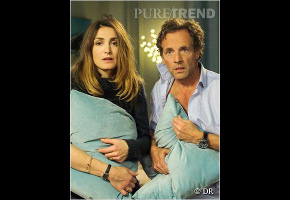 """Stéphane Freiss et Julie Gayet forment un couple dépassé par la crise d'ado de leur fille dans """"Ça va passer, mais quand ?"""""""