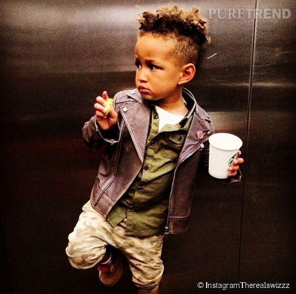 Le petit Egypt adore poser, ici dans l'ascenseur, il intime à son papa Swizz Beatz de le prendre immédiatement en photo.