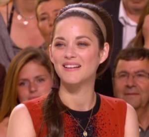 """Marion Cotillard a parlé du tournage de """"Deux Jours, Une Nuit"""" au Grand Journal de Cannes."""