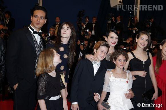 """Charlotte Gainsbourg et Asia Argento à la projection de """"Mommy"""" le 22 mai 2014 à Cannes."""