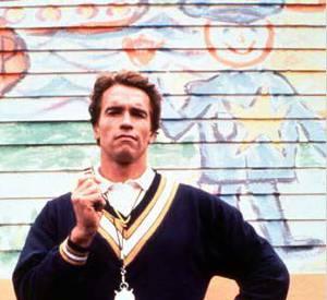"""Arnold Schwarzenegger dans """"Un flic à la maternelle"""". Mignon mais..."""
