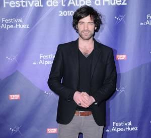 Romain Duris au Festival de l'Alpe d'Huez, fidèle à son allure nonchalante.