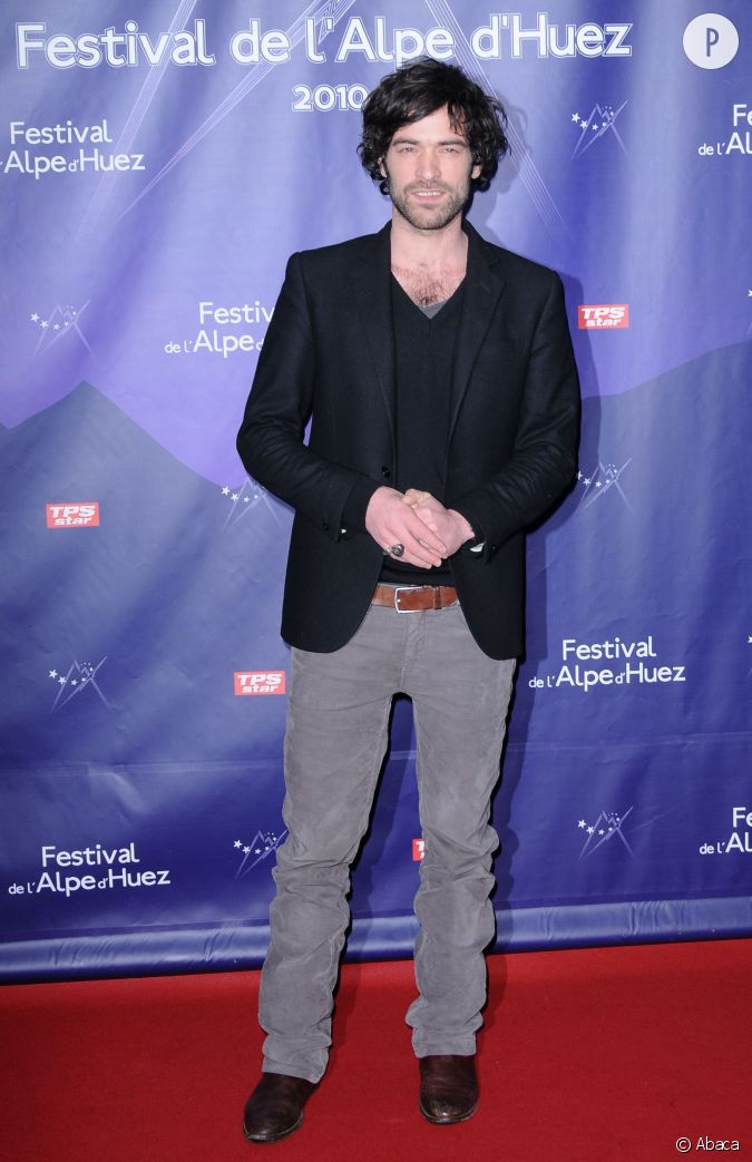 romain duris au festival de l 39 alpe d 39 huez fid le son allure nonchalante. Black Bedroom Furniture Sets. Home Design Ideas