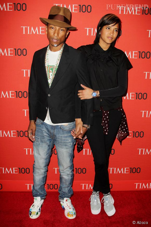 Pharrell Williams et Helen Lasichanh... Toujours aussi lookés, main dans la main.