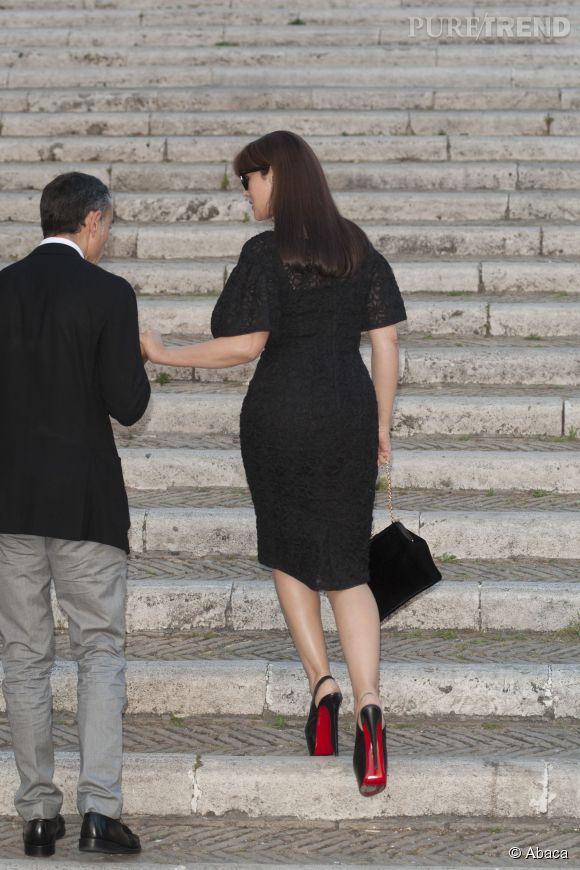 Monica Bellucci sublime sa silhouette avec des Louboutin.