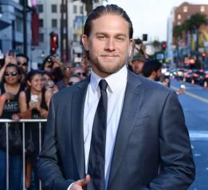 """Charlie Hunnam l'affirme : """"Ca m'a brisé le coeur d'abandonner le rôle de Christian Grey""""."""