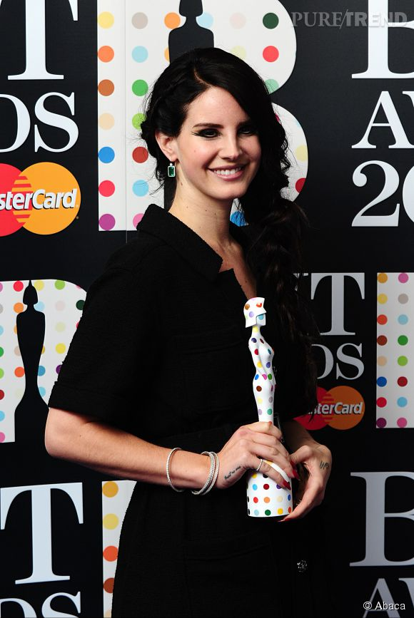 Lana Del Rey revient sur son passé douloureux.