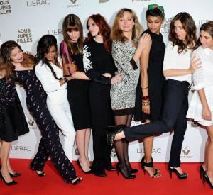 Audrey Dana et toute ses actrices, lors de l'avant-première de Sous les jupes des filles, le 2 juin 2014.