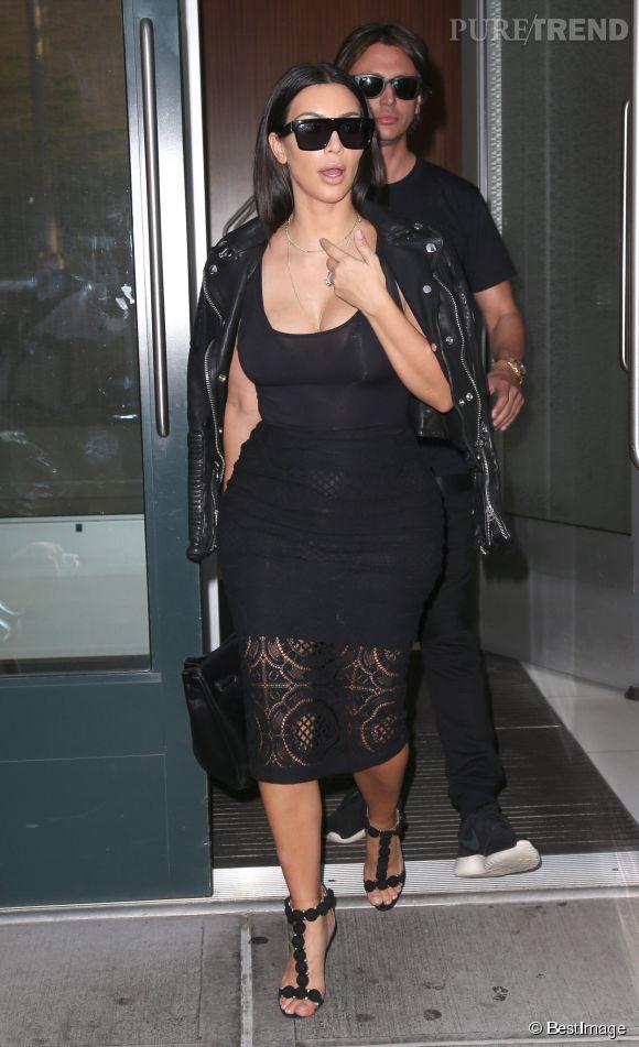 Kim Kardashian, une maman très sexy.