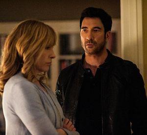 """Dylan McDermott et Toni Collette, les deux personnages principaux de la série """"Hostages""""."""
