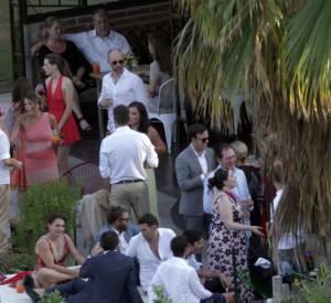 Le lendemin, Adam Levine et Behati Prinsloo se sont mariés sous une tente devant 300 invités à Los Cabos au Mexique.