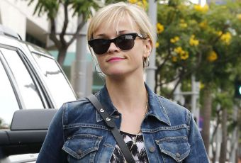 Reese Witherspoon, renversante en slim blanc... on copie !