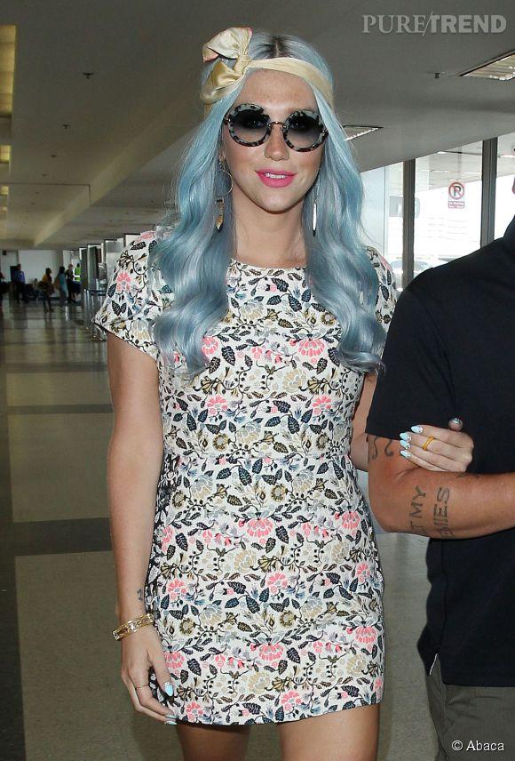 Kesha passe au bleu drainbow.