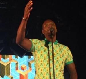 Omar Sy : il s'invite sur scène pour chanter au concert de Stromae !