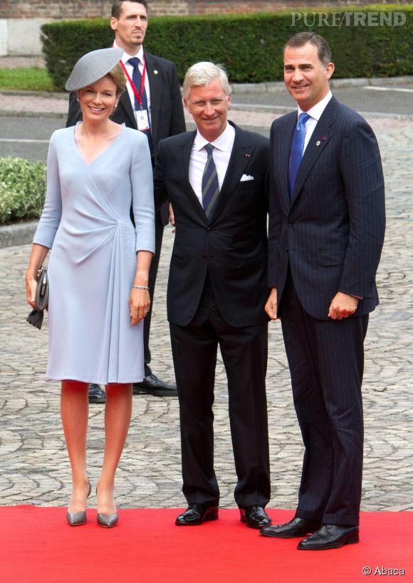 La reine Mathilde de Belgique aux côtés de son mari Phillippe et du roi d'Espagne lors de la commémoration du début de la première guerre mondiale à Liège le 4 août 2014.