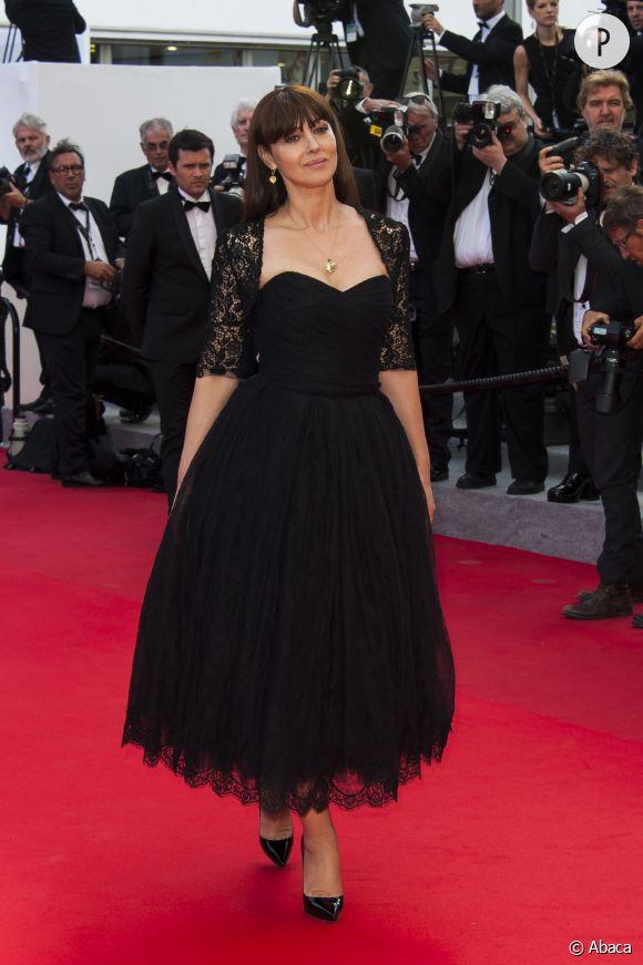 A 49 ans, Monica Bellucci porte la robe bustier comme personne. Au Festival de Cannes 2014, elle affiche une beauté insolente sur le tapis rouge. Oui, on est jalouses.