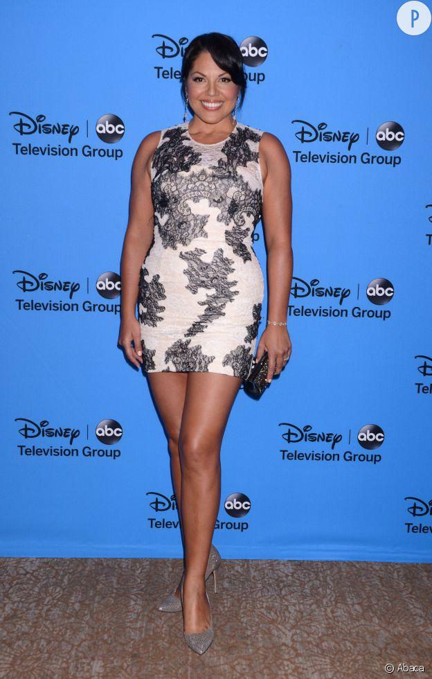 """Sara Ramirez, alias """"Callie"""" dans """"Grey's Anatomy"""". Une actrice pulpeuse qui sait mettre ses formes en valeur."""