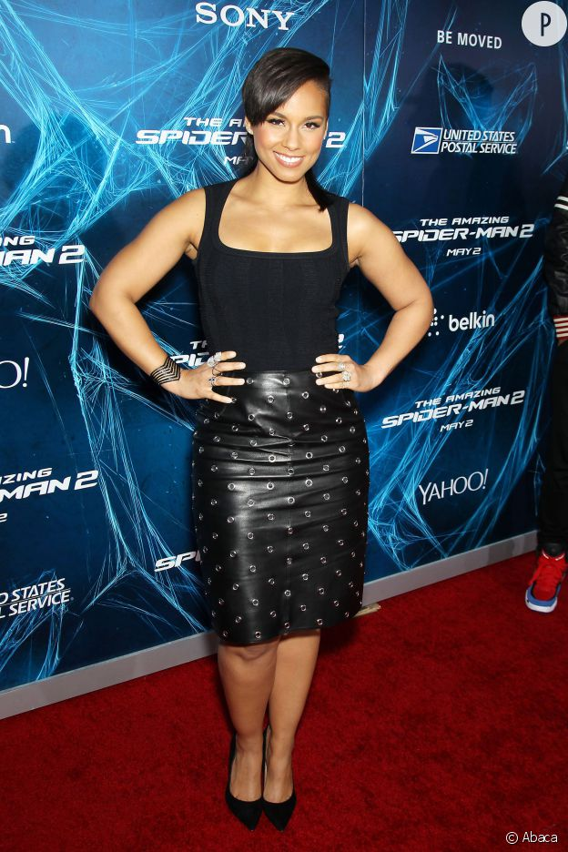 Alicia Keys n'a pas une taille de guêpe, mais elle sait comment se mettre en valeur avec style.