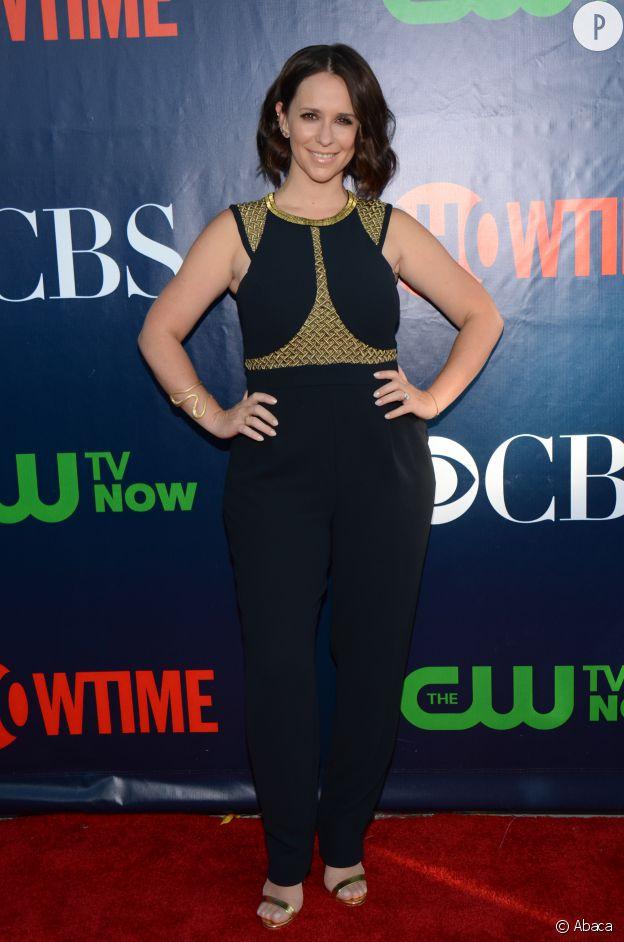 Jennifer Love Hewitt, une silhouette plus pulpeuse qu'autrefois mais toujours aussi sexy !