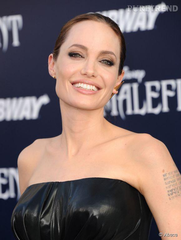 Quand on la regarde, on se demande comment les médias peuvent à ce point ignorer la beauté d'Angelina Jolie...